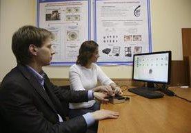 <em>Investigadores del centro de la Universidad Técnica Báumanskaya de Moscú . (Foto Prensa Libre: EFE).</em>