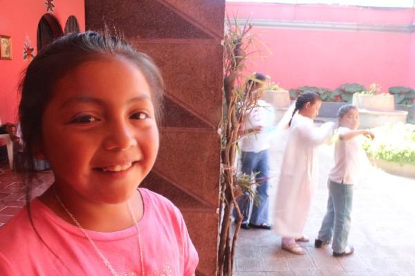 LAS NIÑAS de Las Marías desean que llegue pronto el año escolar, aunque todavía no tienen cuadernos ni los textos escolares que usarán.
