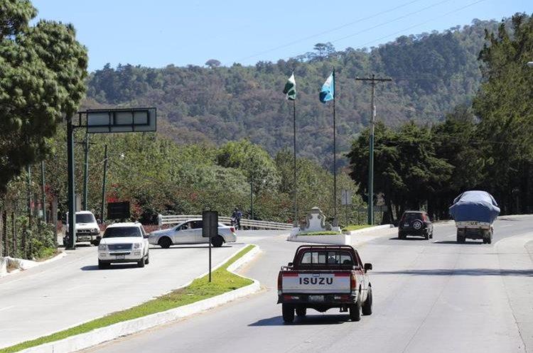 El desvío de vehículos estará en el kilómetro 41 de la ruta que conecta San Lucas Sacatepéquez y Antigua Guatemala, -cuesta de las Cañas-. (Foto Prensa Libre: Renato Melgar)
