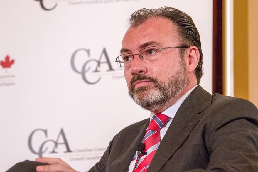 El ministro de Relaciones Exteriores de México, Luis Videgaray, fue enfático en rechazar la intención de EE. UU. de deportar a todos los indocumentados a México sin importar su nacionalidad. (Foto Prensa Libre: EFE)