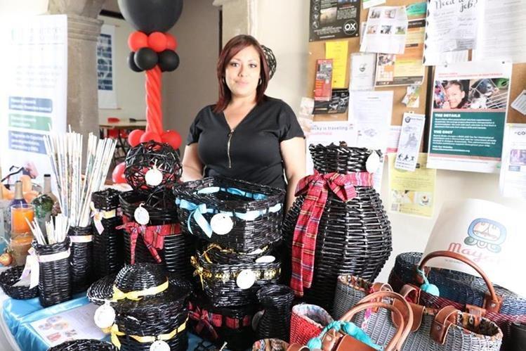 Las participantes expusieron sus productos en La Antigua. (Foto Prensa Libre: Renato Melgar)