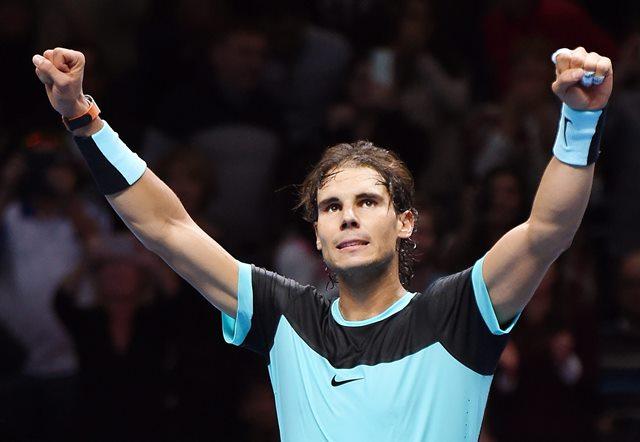 Rafael Nadal festeja su victoria ante Wawrinka en el debut del Masters. (Foto Prensa Libre: EFE)