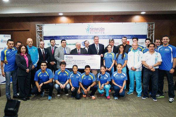 La Fundación Amigos del Deporte Olímpico, (FADO) entregó Q 2 millones 519 mil 776 para la preparación de atletas destacados. (Foto Prensa Libre: Norvin Mendoza).