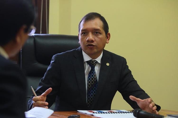 El ministro Rivas considera que la extorsiones y asesinatos son los flagelos que más golpean a los ciudadanos. (Foto Prensa Libre: Álvaro Interiano)