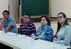 Sandra Torres formó parte de la primera reunión de la UNE con vecinos de la zona 6. (Foto Prensa Libre: Cortesía)