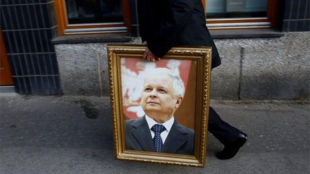 El expresidente polaco Lech Kaczynski murió junto a varias figuras de su gobierno en un accidente aéreo en 2010. REUTERS