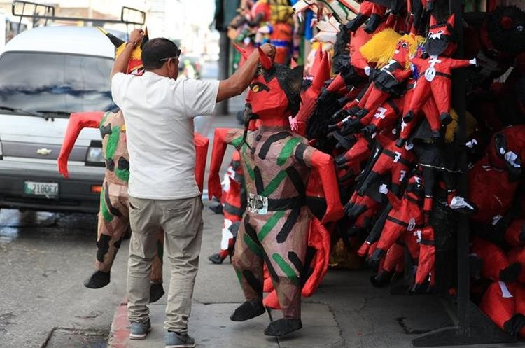 Cada año son requeridos distintos diseños de las piñatas