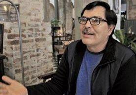 El escritor guatemalteco Eric Vonn, en la entrevista con Prensa Libre. (Foto Prensa Libre: Carlos Hernández)