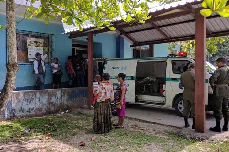 Los heridos en la emboscada fueron trasladados al Hospital Distrital de Sayaxché, Petén. (Foto Prensa Libre: Rigoberto Escobar)