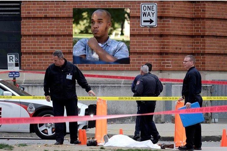 La Policía examina la escena donde Abdul Razak Ali Artan, (inserto) fue abatido. (AP).