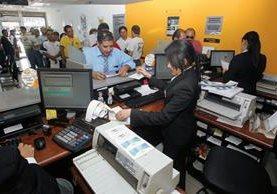 Los bancos  del sistema financiero nacional como es usual cerrarán entre miércoles y viernes santos. (Foto Prensa Libre: Hemeroteca PL)
