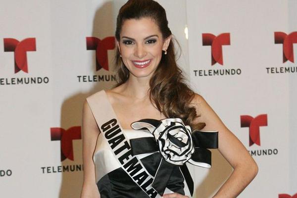 <p>La representante de Guatemala, Laura Godoy recibió el título como Miss  Simpatía, en el certamen de Miss Universo 2012, en Las Vegas.<br></p>