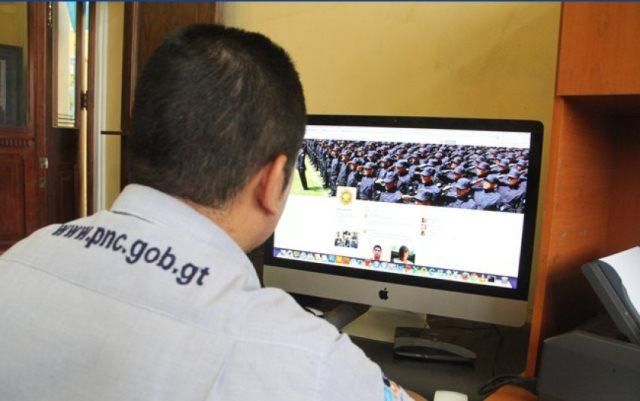 Unas 300 denuncias recibe cada mes la PNC a través de las redes sociales. (Foto Prensa Libre: Mingob)