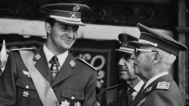 Franco designó al entonces príncipe Juan Carlos como su sucesor tras su muerte. Sin embargo, éste contribuyó a la restauración de la democracia. (AFP)
