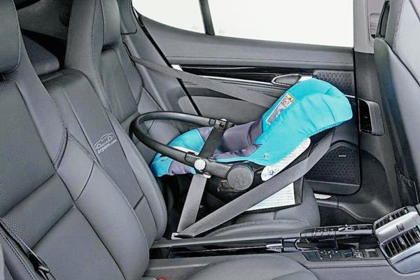 (Imagen de referencia). Olvidar a un bebé dentro de un vehículo con temperaturas muy elevadas puede ser fatal. (Foto: Hemeroteca PL).