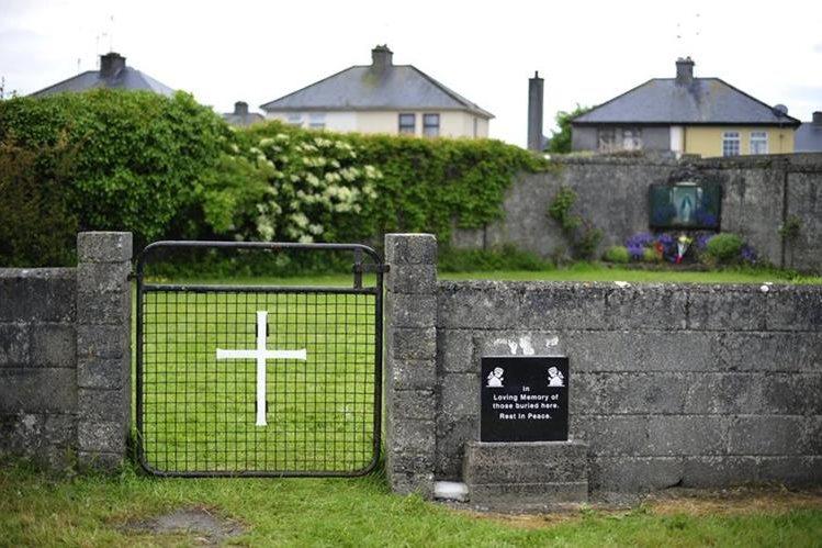 Entrada de una tumba masiva en el Mother and Baby Home en la ciuda de Tuam, Irlanda.(EFE).