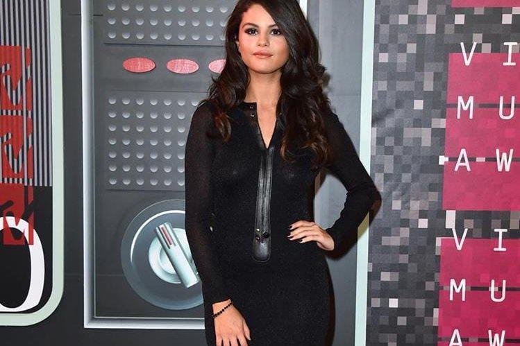 La actriz y cantante Selena Gómez, reveló que sufre de lupus. (Foto Prensa Libre: AP)