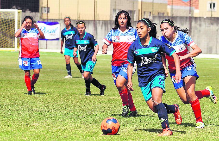 El futbol femenino sería otro de los grandes beneficiados por el programa Forward de la Fifa. (Foto Prensa Libre: Hemeroteca)