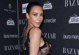 Kim Kardashian recurre a las cirugías y al Photoshop para mostrar un cuerpo perfecto. (Foto Prensa Libre: EFE)