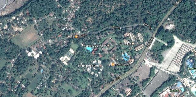 En el centro de Palajunoj la turba quemó dos viviendas en las que supuestamente se escondieron los asaltantes. (Foto Prensa Libre internet)
