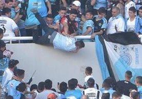 Emanuel Balbo, seguidor de Belgrano, falleció después de ser lanzado desde la tribuna del estadio Mario Kempes en Argentina. (Foto Prensa Libre: Hemeroteca)