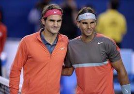 El español Rafael Nadal (derecha) dijo que el suizo Roger Federer es el favorito para ganar el torneo de Wimbledon. (Foto Prensa Libre: Hemeroteca)
