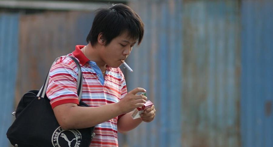 Uno de cada tres hombres chinos menores de 20 años corre el riesgo de morir si no deja de fumar. (Foto: Internet).