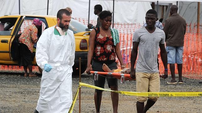 Un nuevo brote de ébola acecha en Sierra Leona. (Foto Prensa Libre: AFP)