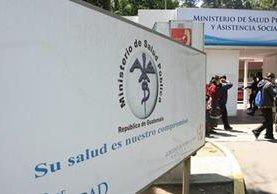 Salubristas deben desistir o abstenerse de cerrar centros de salud y hospitales. Foto Prensa Libre: Hemeroteca PL