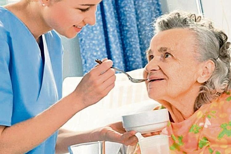 Es fundamental satisfacer las necesidades nutricionales de las personas de la tercera edad para evitar que su salud corra riesgo. (Foto Prensa Libre: Hemeroteca PL).