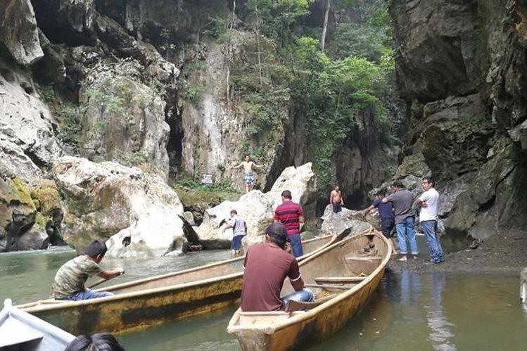 Parque Ecológico El Boquerón es un lugar místico que contrasta el agua del río El Sauce con las grandes paredes de piedras que crea un vista simplemente espectacular. (Foto Prensa Libre: Óscar Felipe Quisque)