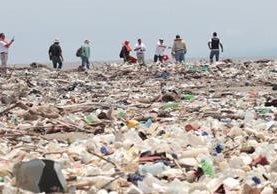Toneladas de basura acumula el río Motagua. (Foto Prensa Libre: Hemeroteca PL)