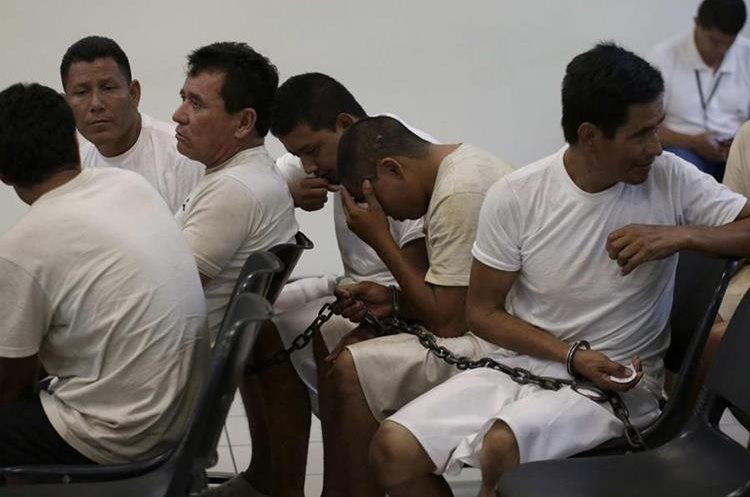 Integrantes de la Mara Salvatrucha asisten a una audiencia en un juzgado de San Salvador, El Salvador.(EFE).