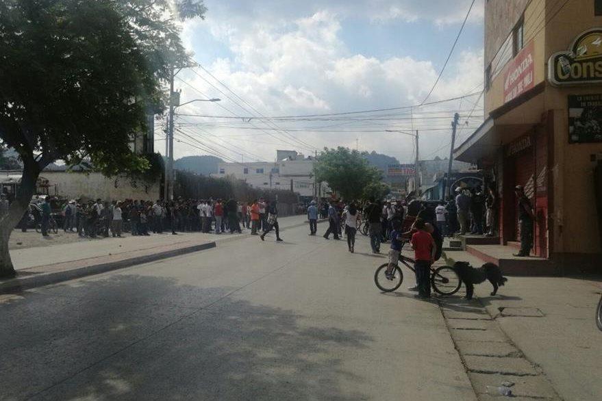 Los vecinos intentaron vapulear a cuatro supuestos  ladrones.(Foto Prensa Libre: cortesía)