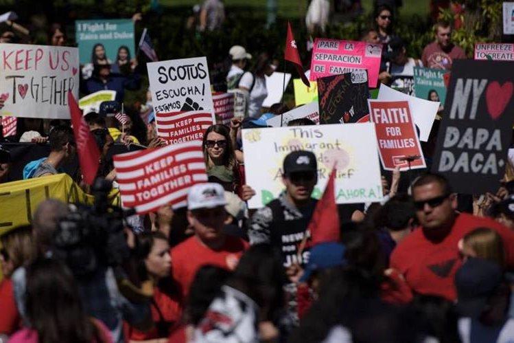 Concentración de activistas en Tribunal Supremo a favor de la reforma de Obama.(AFP).