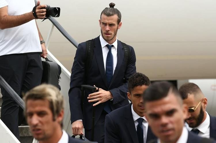 Gareth Bale llegó con todo su estilo a Cardiff, su ciudad natal. (Foto Prensa Libre: AFP)