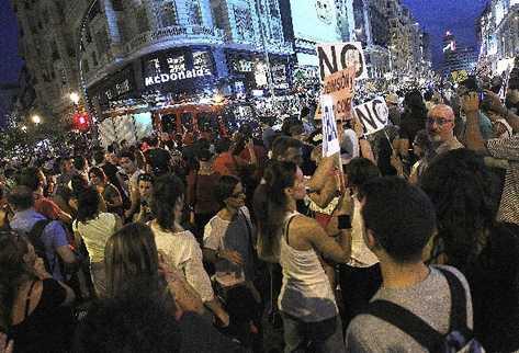 cientos de españoles piden en Madrid la dimisión en bloque del gobierno del PP, por el caso Bárcenas.