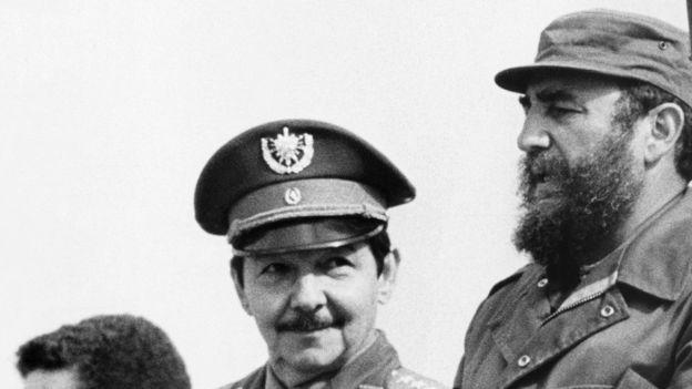 Raúl Castro fue el ministro de Defensa de su hermano Fidel desde el comienzo de la Revolución. GETTY IMAGES