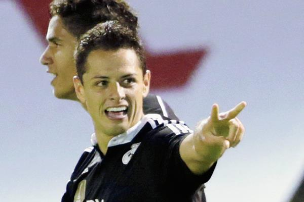 El delantero mexicano, Chicharito Hernández con su doblete guió el triunfo del Madrid frente al Celta de Vigo. (Foto Prensa Libre: EFE).