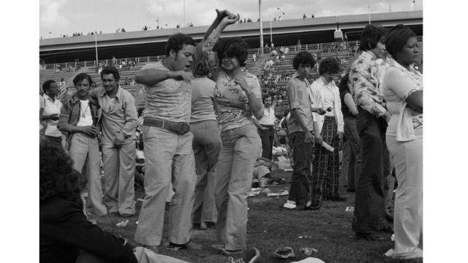"""Una foto de 1974 de la exposición """"Ritmo & Poder: Salsa en Nueva York"""". JOSÉ """"YOGUI"""" ROSARIO Y PABLO E. YGLESIAS"""