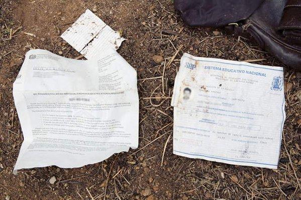 Un certificado de educación dejado por un migrante. (Foto: Taringa.net).
