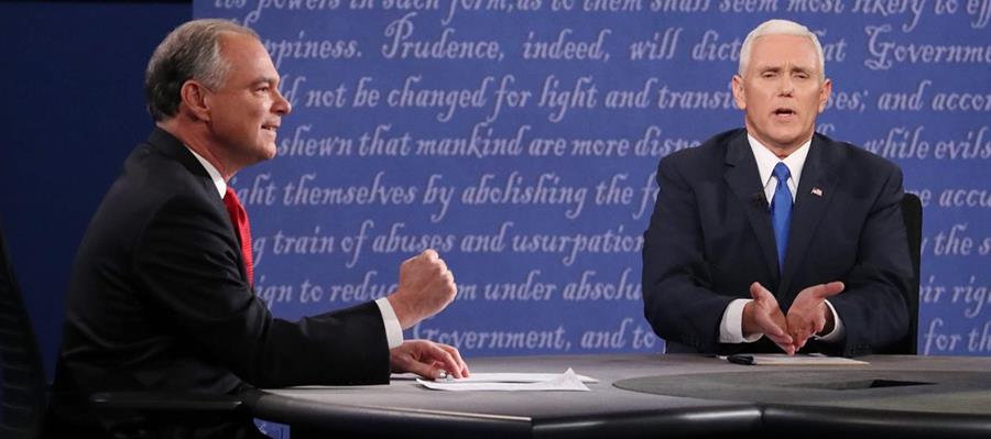 Tim Kaine, vicepresidenciable demócrata y Mike Pence, vicepresidenciable republicano durante el debate del martes. (Foto Prensa Libre: EFE).