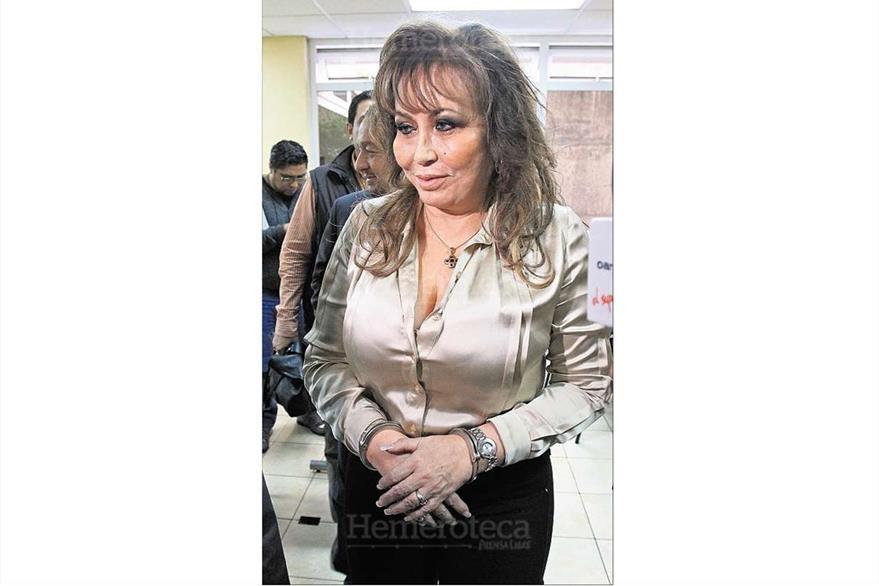 Gloria Torres Casanova, luego de ser capturada el 28/11/2013 es llevada al Tribunal de Mixco.(Foto: Hemeroteca PL)