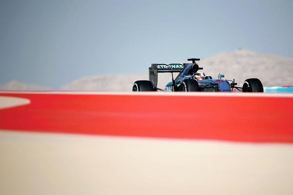 Hamilton durante lás última pruebas de este sábado. (Foto Prensa Libre: AFP)