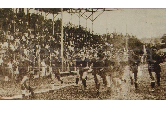 El 24 de junio de 1951 Municipal obtuvo su tercer título de liga. La foto muestra la celebración en el Estadio Autnomía. (Foto: Hemeroteca PL)