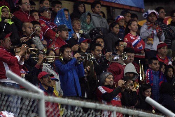 La afición occidental le respondió al equipo quetzalteco la noche del sábado. (Fotos Prensa Libre: Hemeroteca PL)