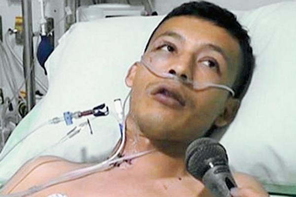 Edward Ávila perdió ambas piernas y fue trasladado a Bucaramanga para recibir atención especializada.