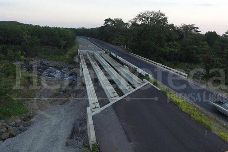 Las carreteras del país mantienen un avanzado deterioro, afectando el tránsito vehicular. (Foto Prensa Libre: Hemeroteca PL)