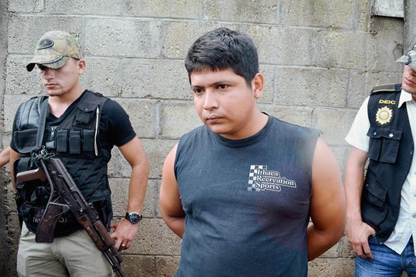 Edonías Esaú  Calderón Cifuentes fue capturado en la cabecera de Retalhuleu, sindicado de  haber dado muerte  a un piloto en junio de 2014. (Foto Prensa Libre: Jorge Tizol)
