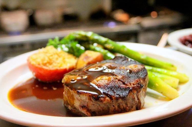 Los espárragos suelen ser un acompañamiento habitual en diferentes comidas (Foto Prensa Libre: servicios).
